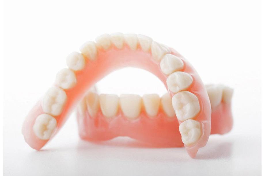 Dentadura extraíble con implantes en Mataró