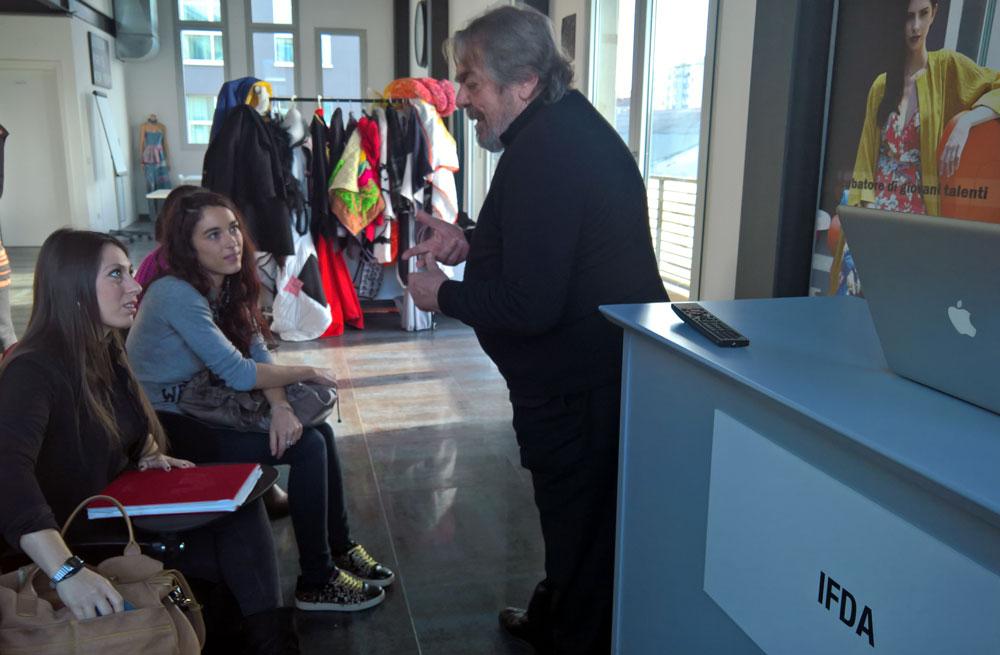 Armando Pollini parla con gli studenti IFDA