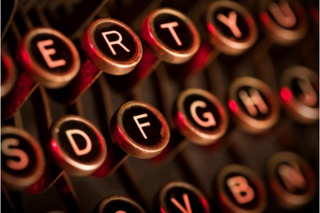 Zu sehen ist die Tastatur einer Schreibmaschine