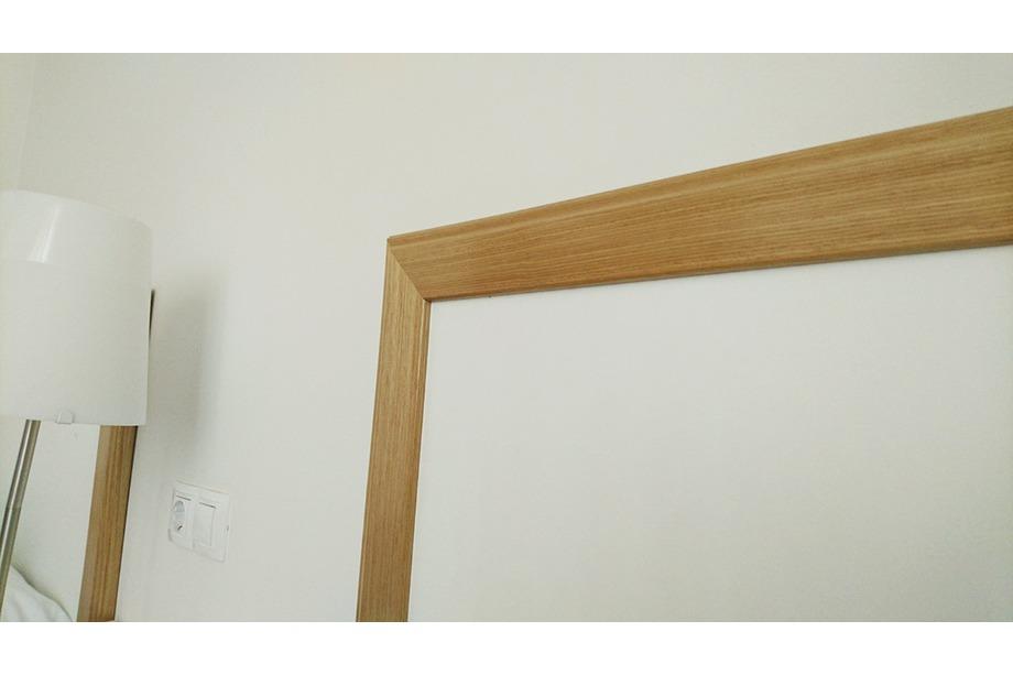 Detalle cabecero blanco/roble