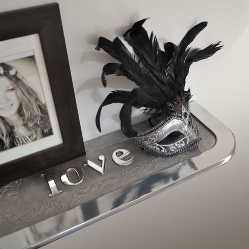 Personalised shelving in aluminium
