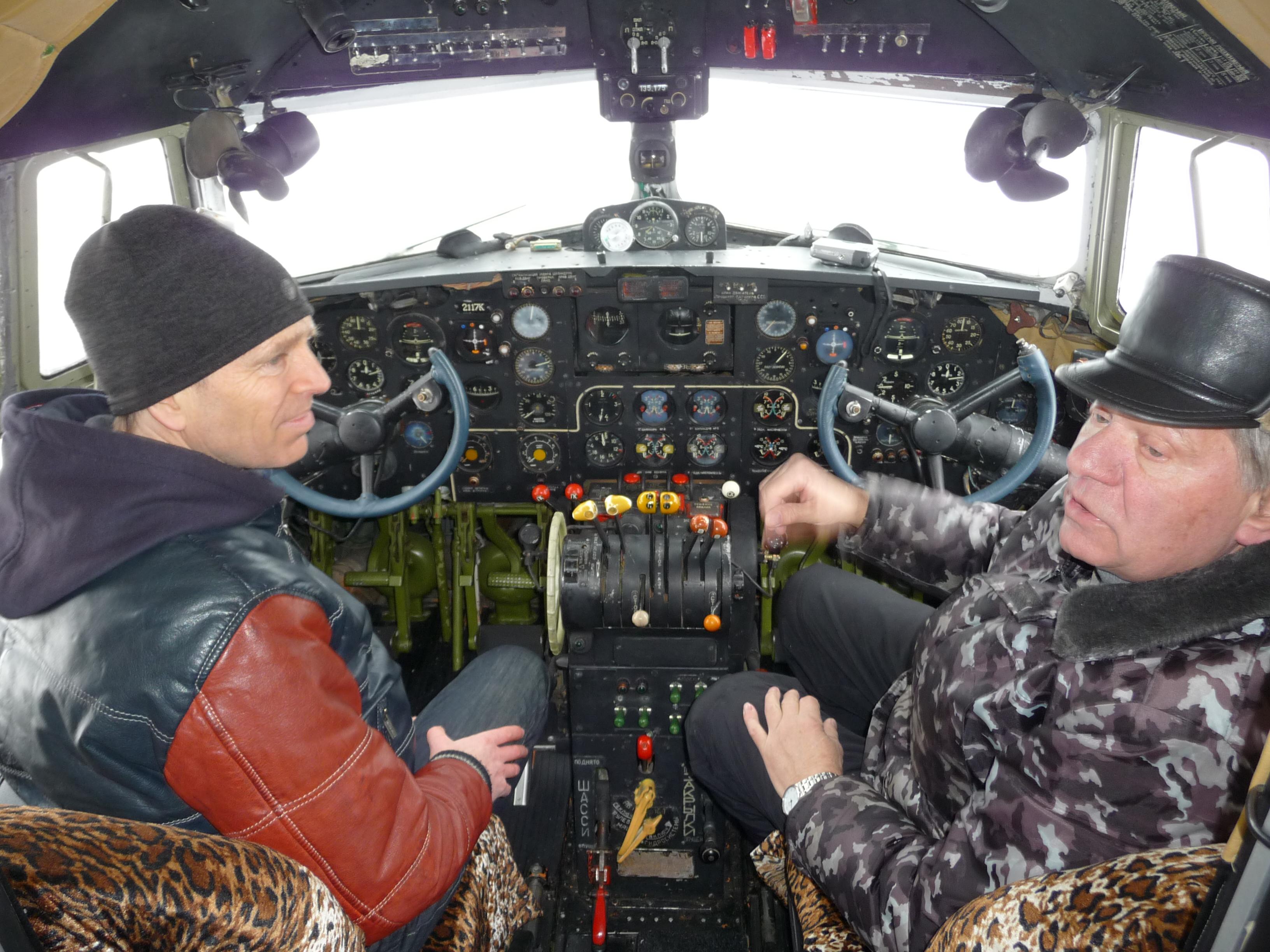 """Eilif und Alexander in der Cockpit """"Soviet Union"""""""
