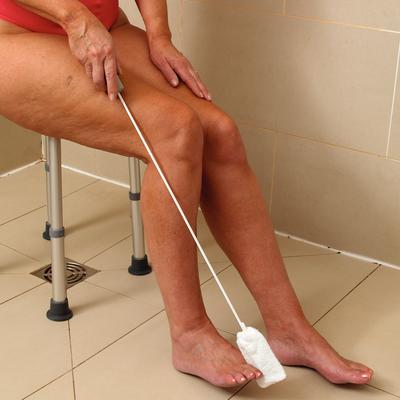 LONG HANDLED TOE WASHER with 2 PADS