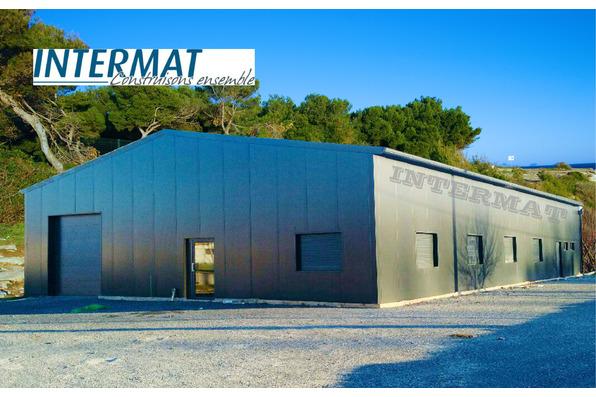 bâtiment métallique
