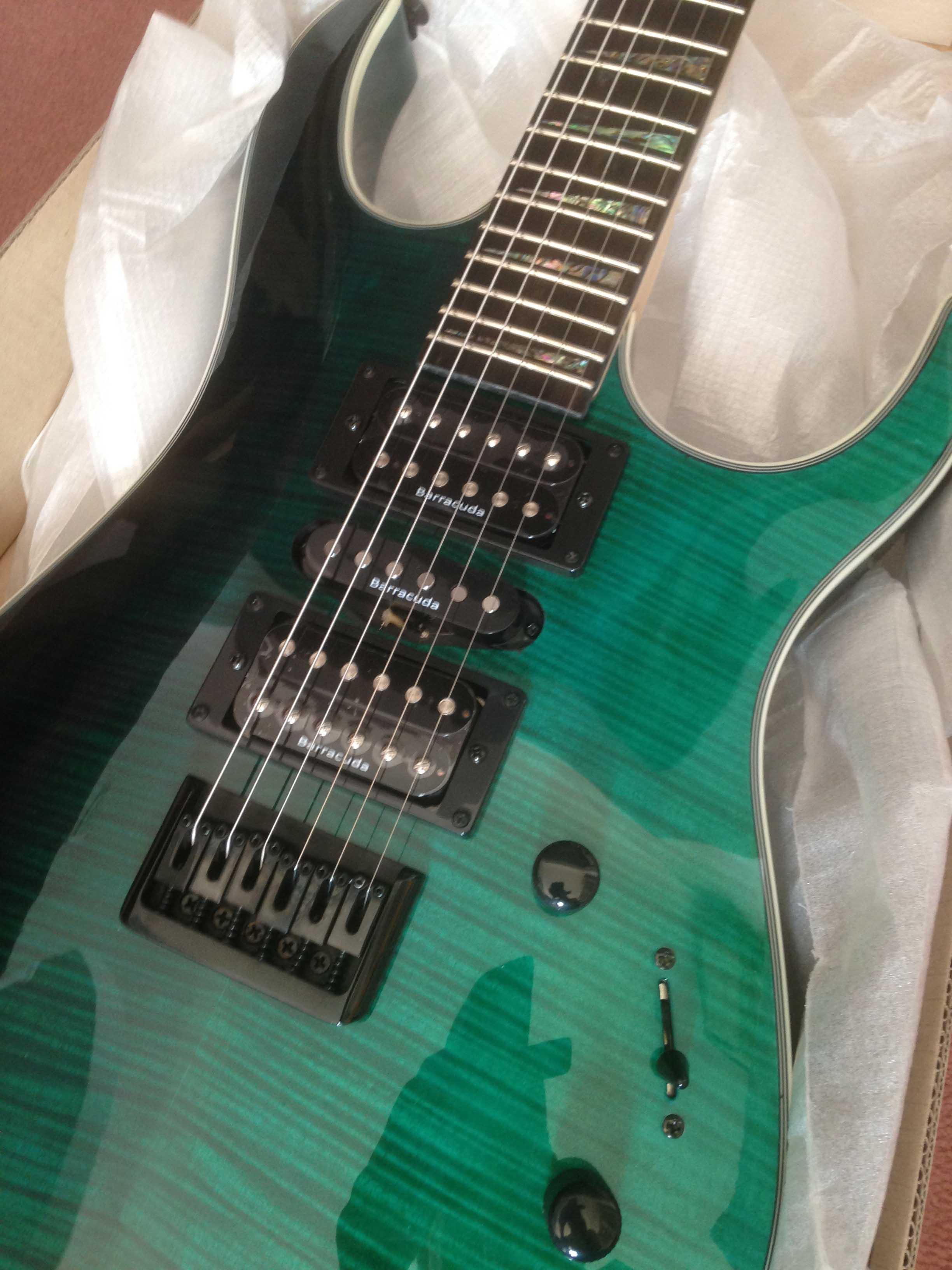 Tempest Black/Emerald