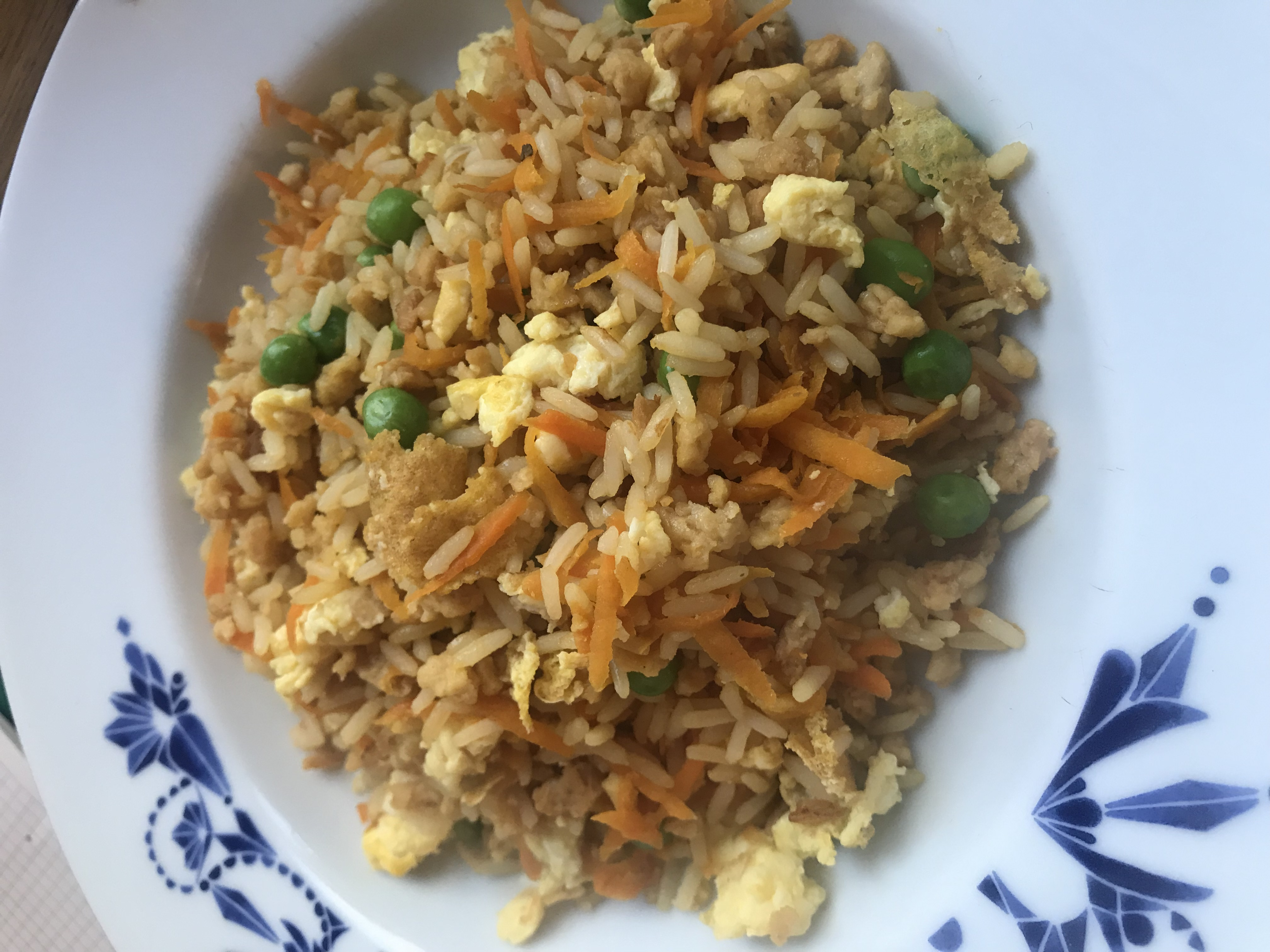 Gebratener Reis auf Teller