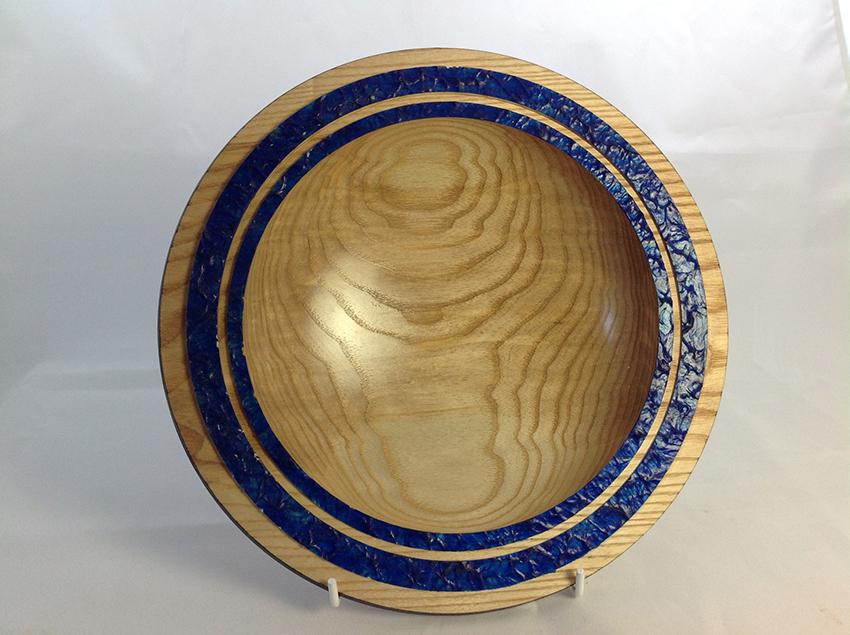Ash bowl with raised blue rim detail