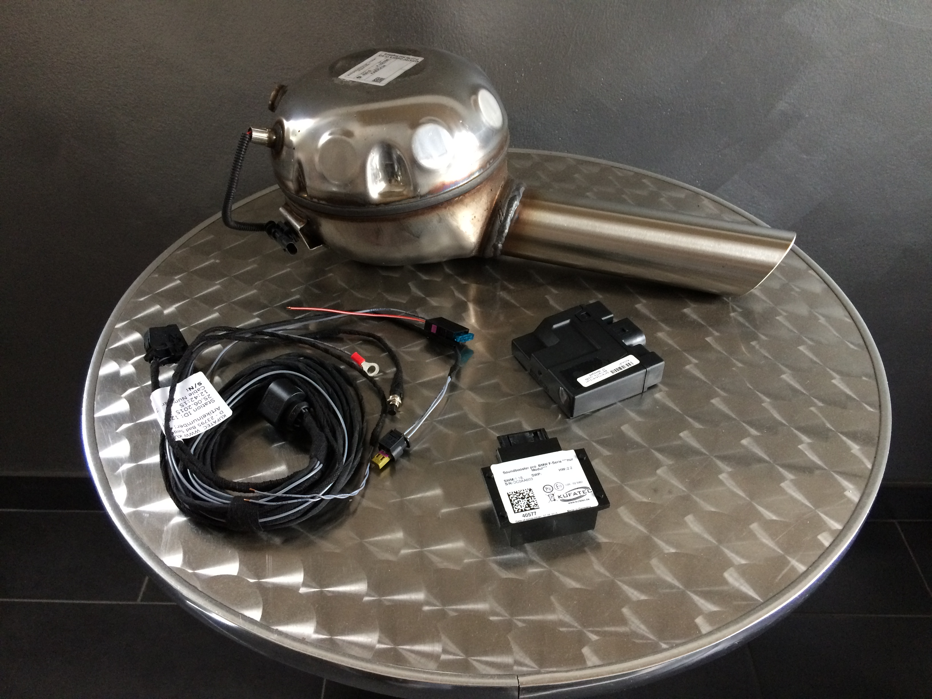 Sound Booster Pro - Motor Active Sound - Tesla - inkl. 16% Mehrwertsteuer + Versand