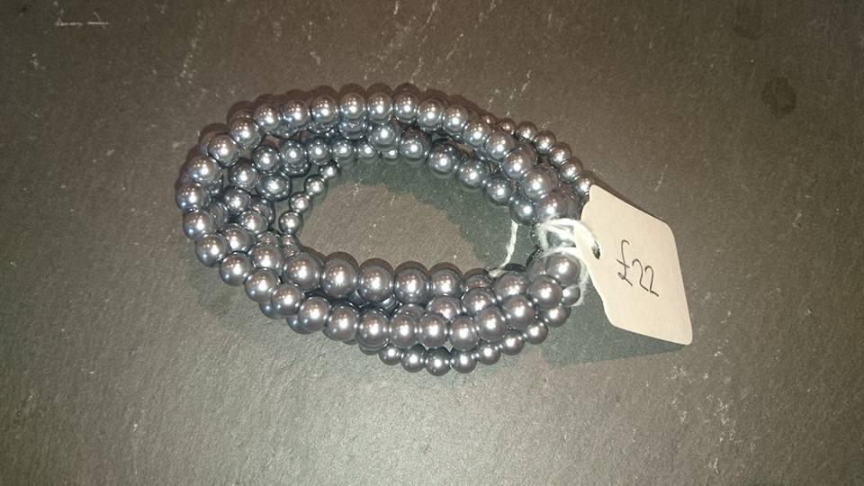 Big grey pearl bracelet