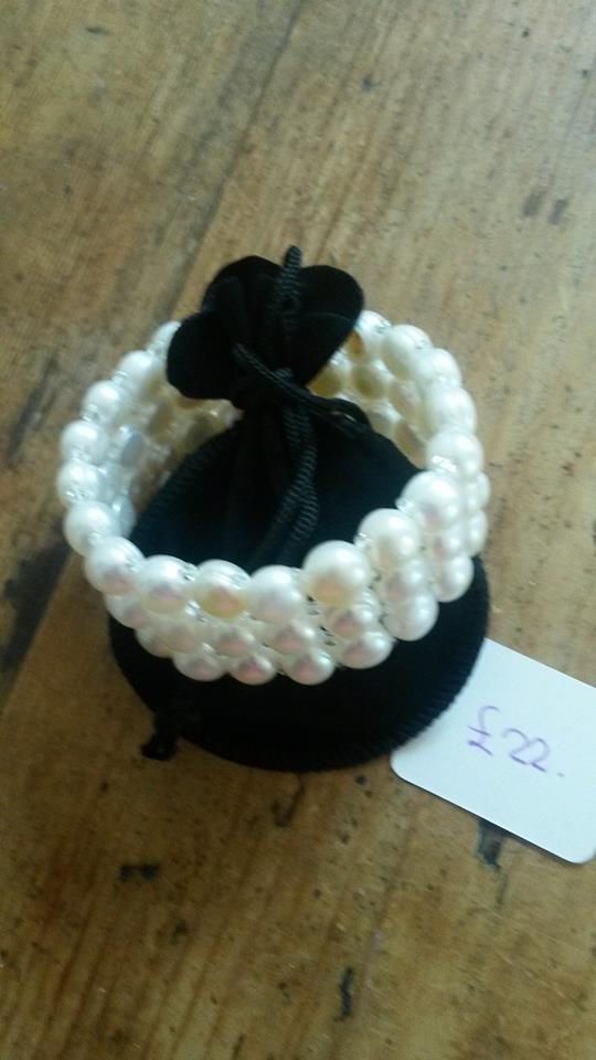 Triple strand pearl bracelet on elastic