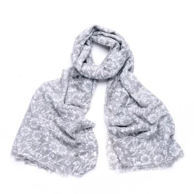 Pretty patterned grey scarf