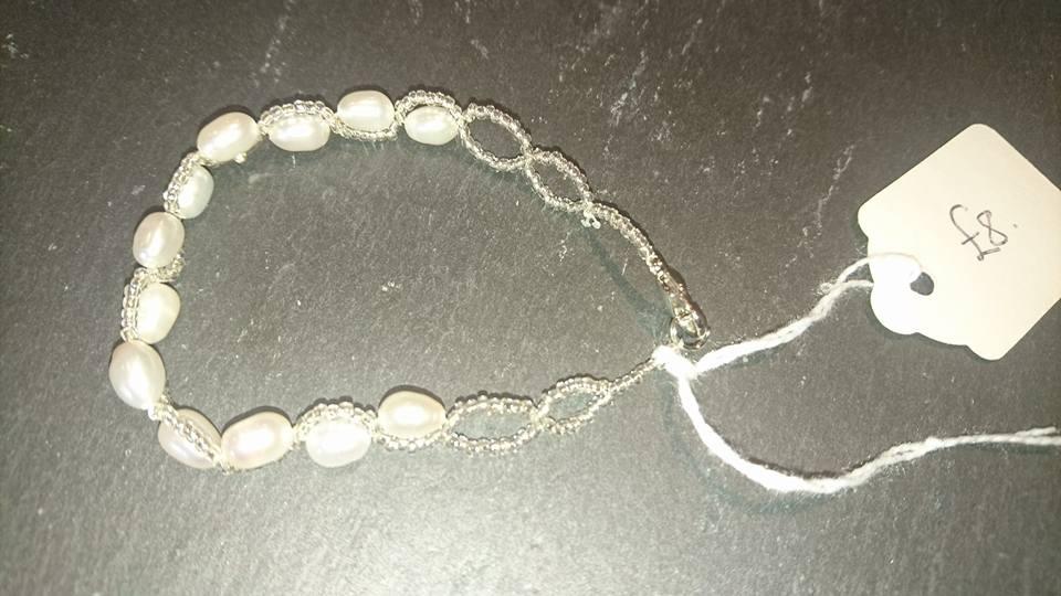 Small pearl bracelet