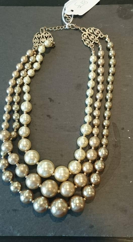 Triple cream & gold mock pearl necklace