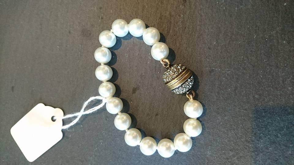 White mock pearls with diamente clasp bracelet
