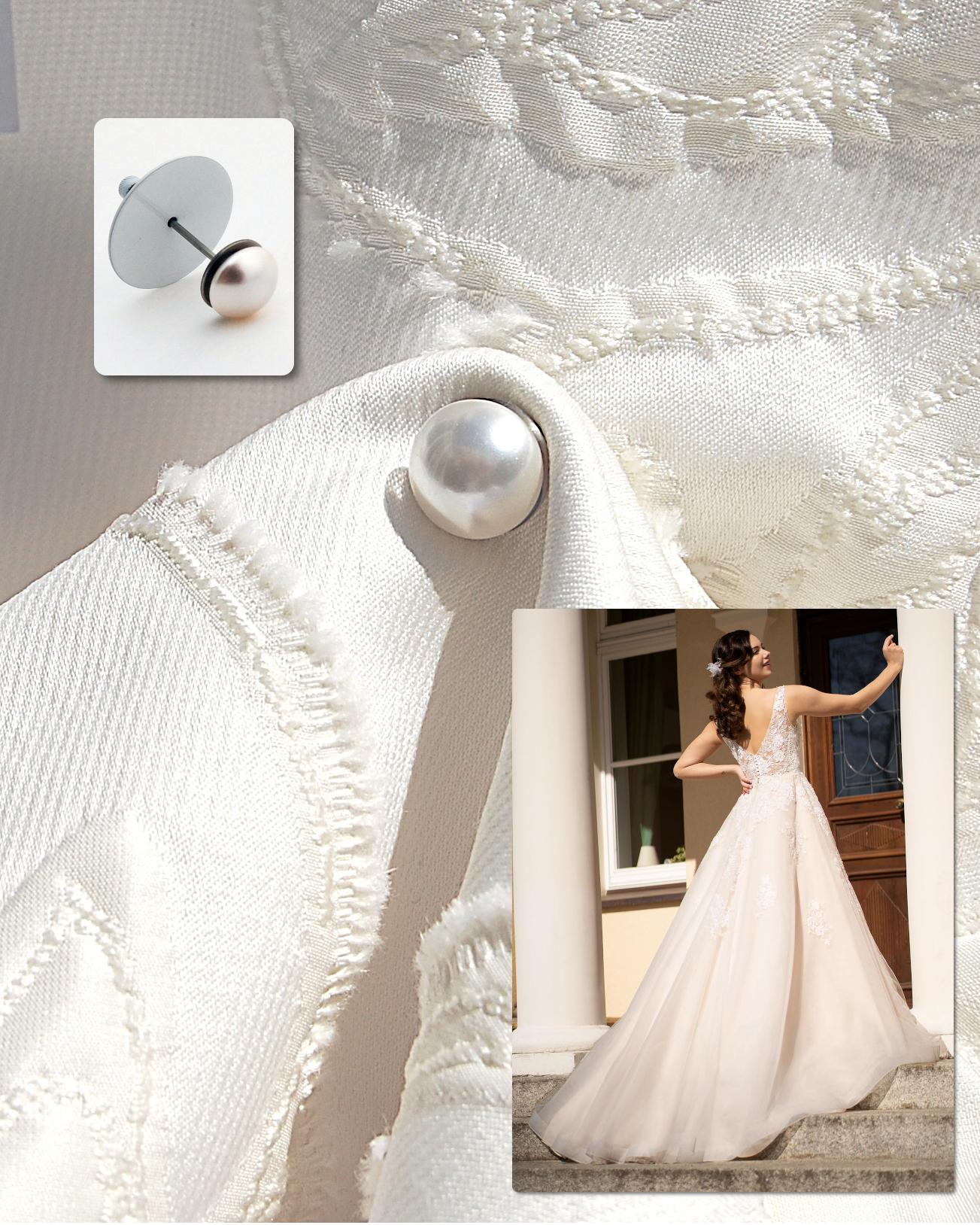 The Dress up, mit Perle, hält eine Schleppe hoch.