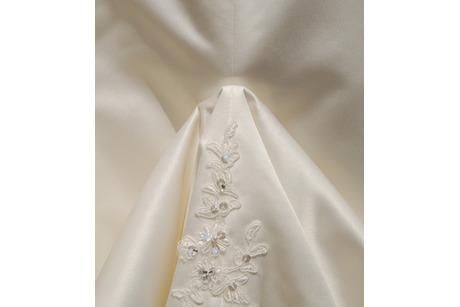 The-Dress-up unterm Brautkleid