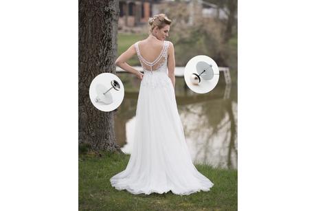 Brautkleid mit Schleppe und Dress-up Auswahl