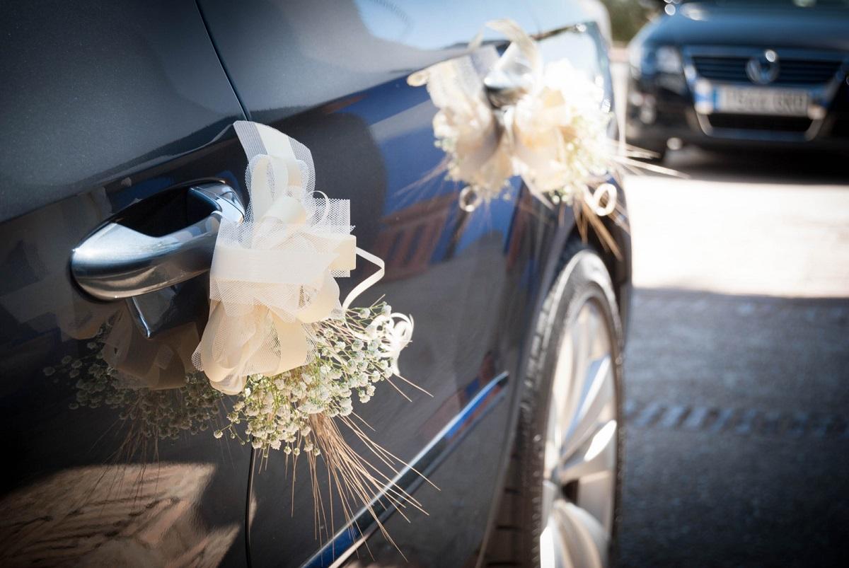 coche de boda decorado - Diman fotógrafos de Boda