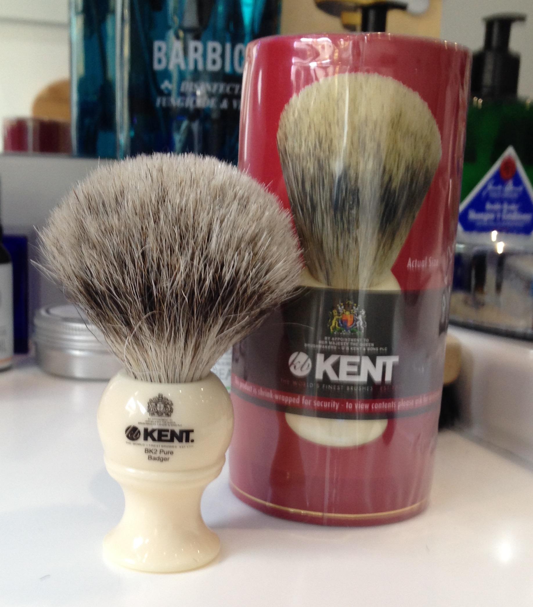 KentTraditional medium sized, pure grey badger brush.