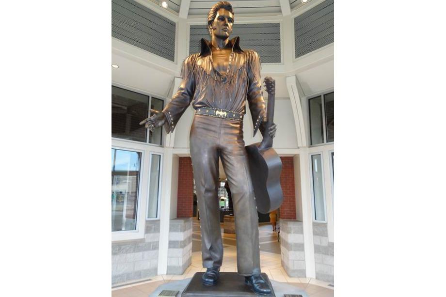 Statue d'Elvis à Memphis voyage aux usa en famille