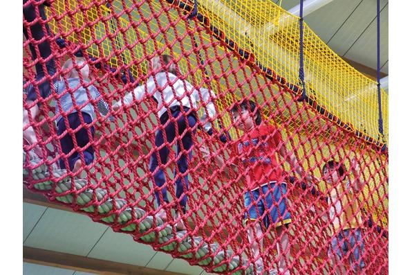Trampolino Indoorspielplatz Netzröhre
