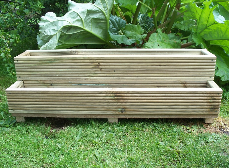 Decking garden planters bogglewood and stones for Tanalised timber decking
