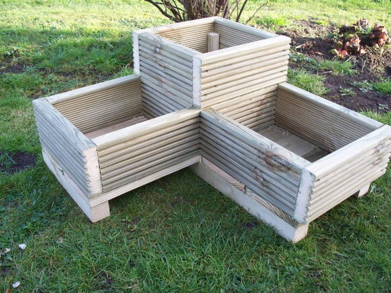 Corner decking planter