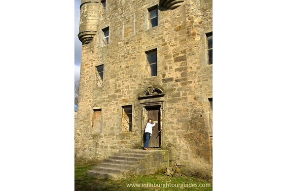 Knocking at the Door of Lallybroch