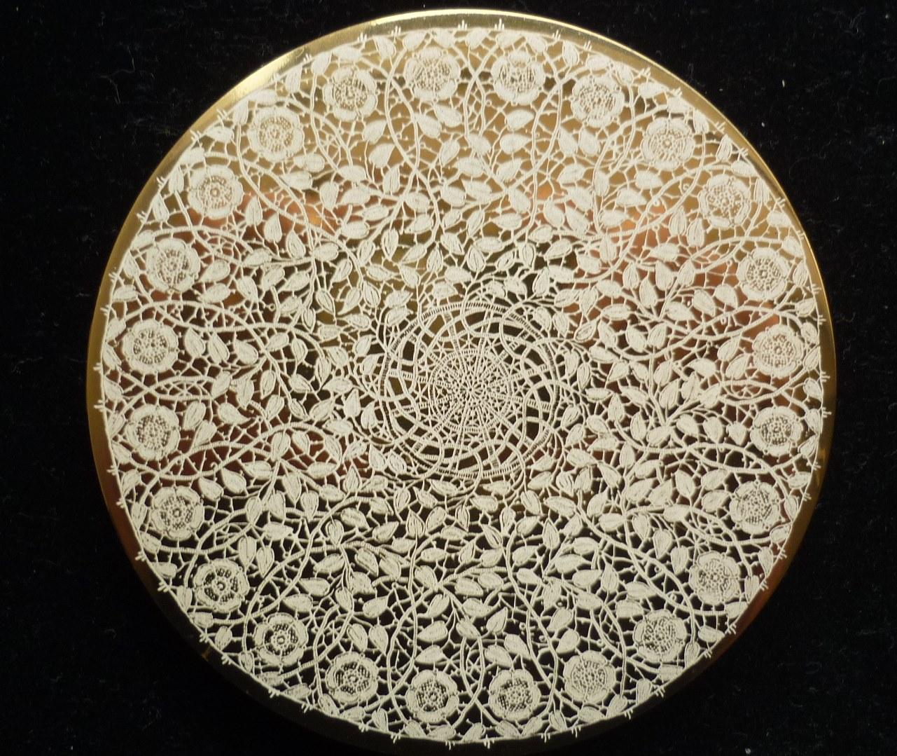 Large 9.5cms diameter Vogue Vanities Powder Compact.
