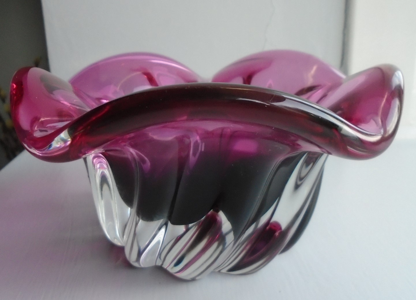 Stylish piece of 60s vintage Czech Bohemia Glass in the form of this heavy 5 petal rimmed bowl with a spiral rib decoration from Chribska and probably designed by Josef Hospodska.