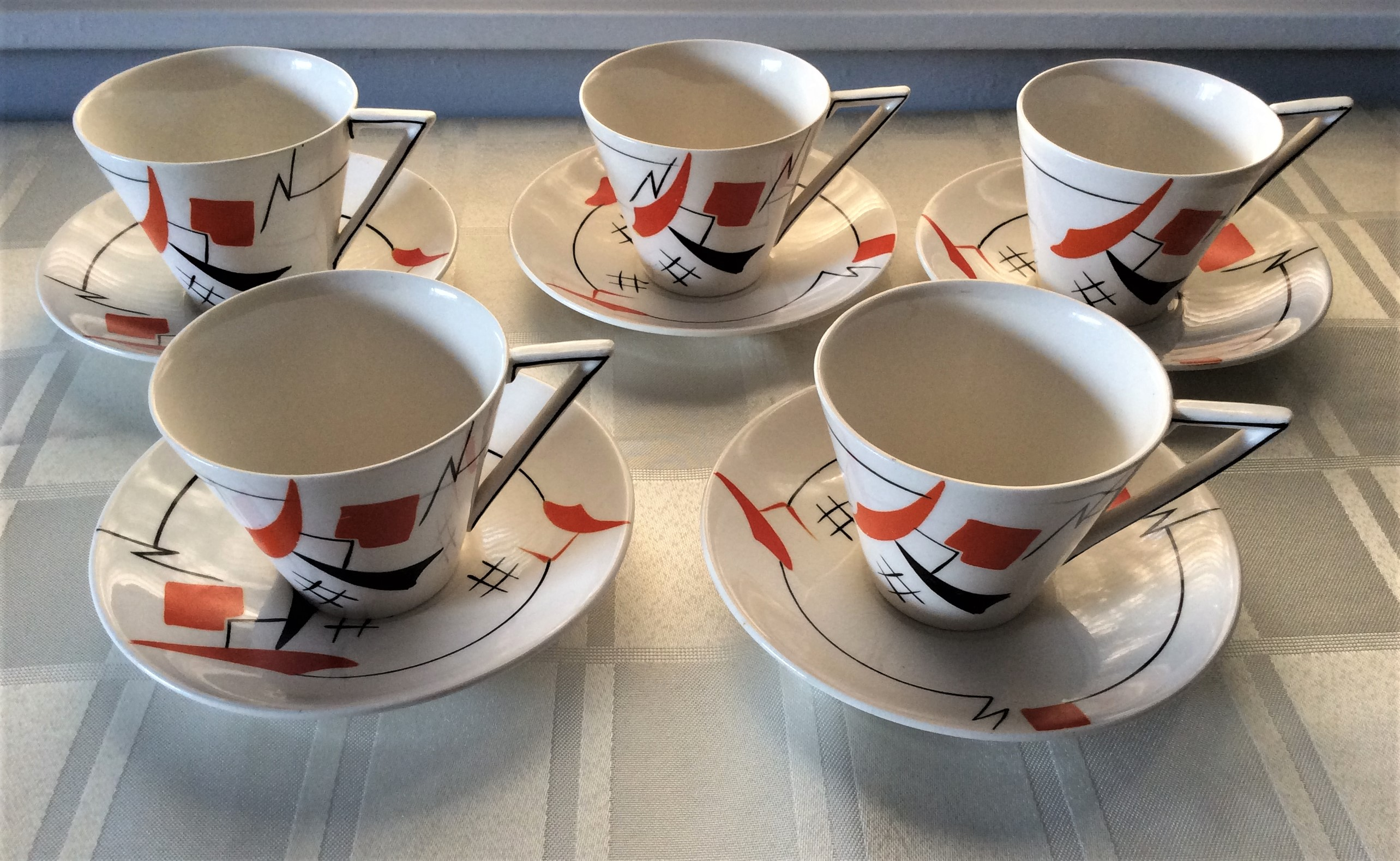 ART DECO WEDGWOOD JAZZ AGE DESIGN TEA SET Stunning 30s 18-piece Ivory coloured Deco tea set is detailed in orange and black with a geometric Jazz age design, which was so typical of the period.  All pieces are marked Wedgwood & Co England and stamped with the 'Unicorn' Wedgwood trademark.