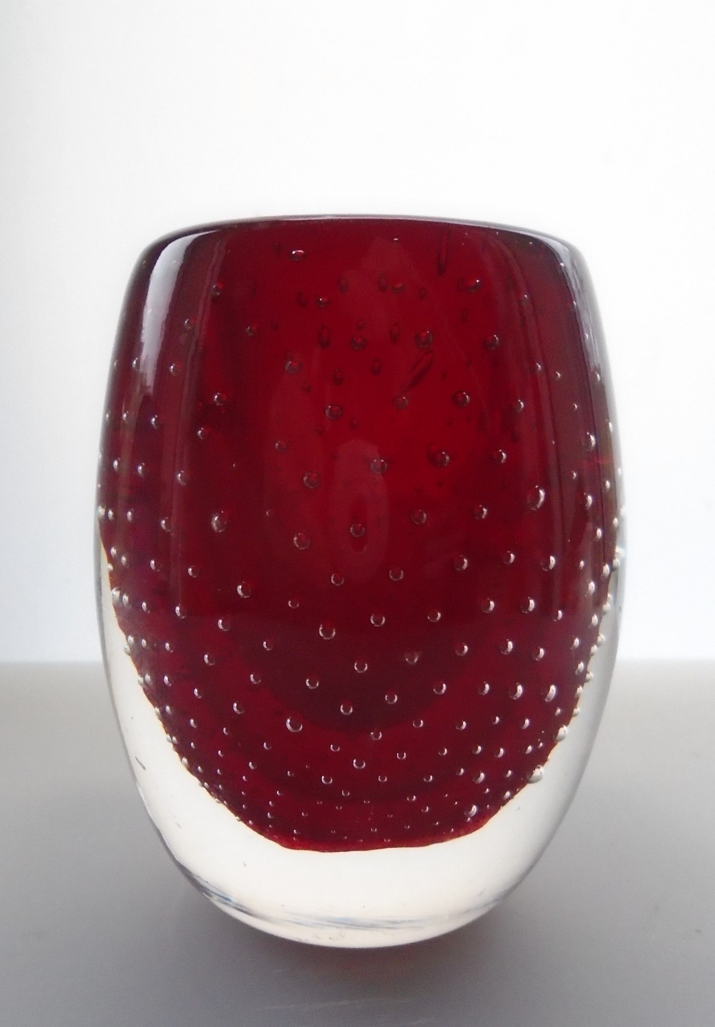 Charming 60s vintage Geoffrey Baxter WHITEFRIARS Controlled Bubble Vase in Ruby pattern No. 9506.