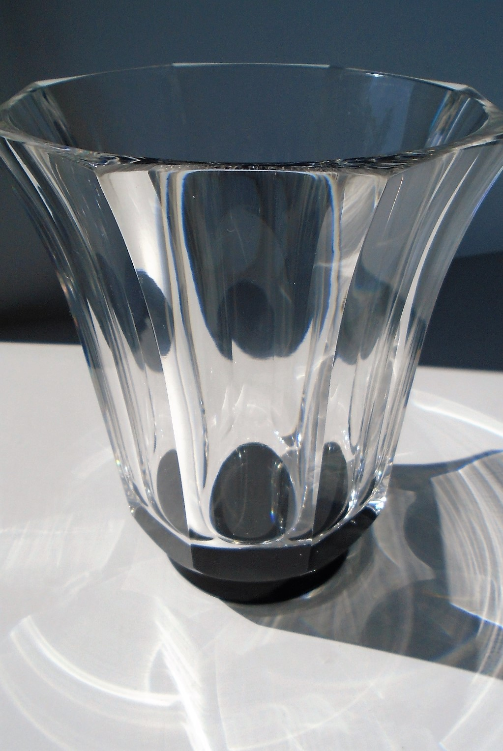Stunning piece of Swedish Simon Gate 1930s vintage Orrefors crystal glass in the form of this 13.5cms high facetted clear glass vase on a black glass base