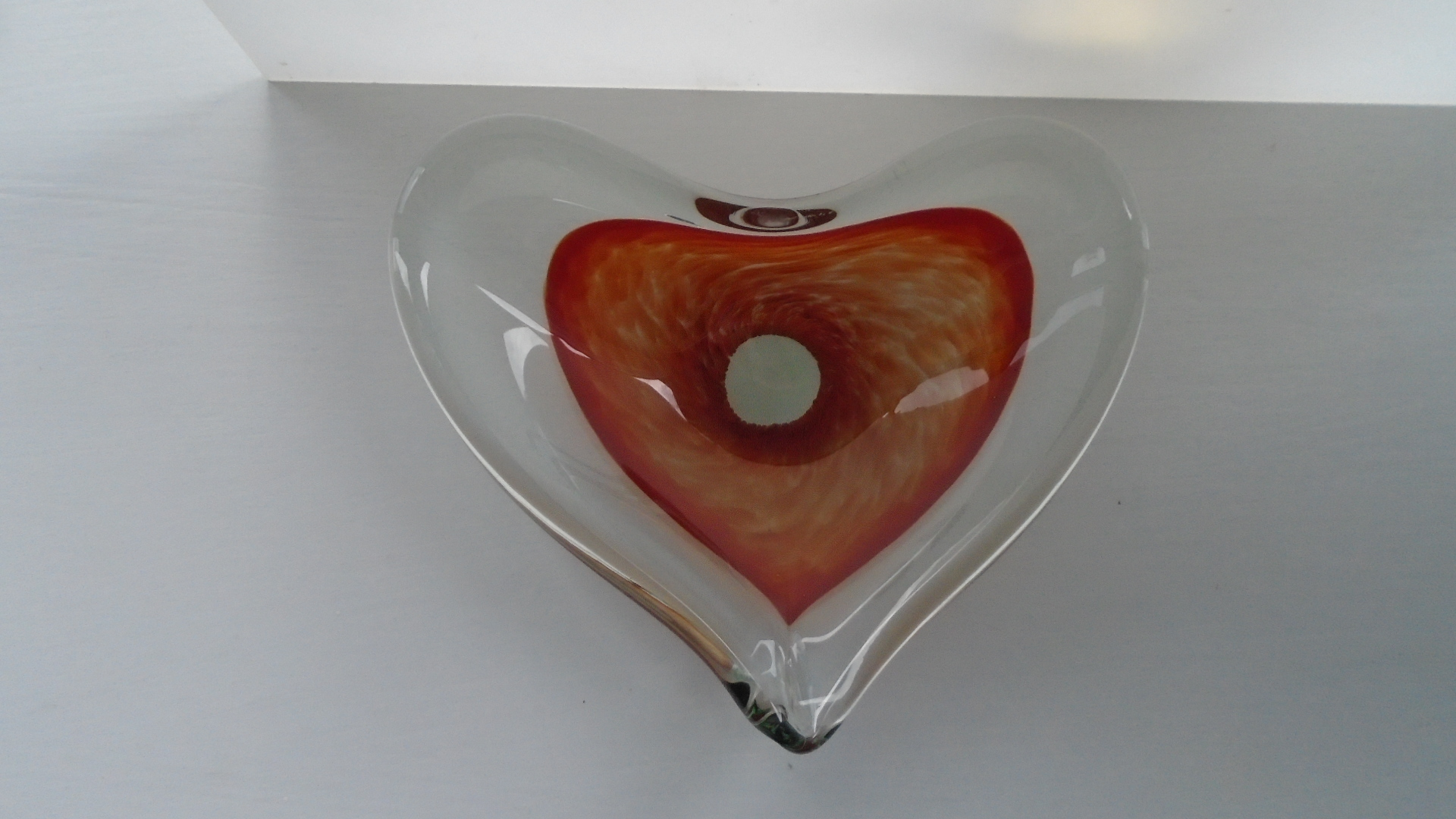Offered for sale is a pretty vintage Murano Glass Heart Shaped Pin/Key Dish.