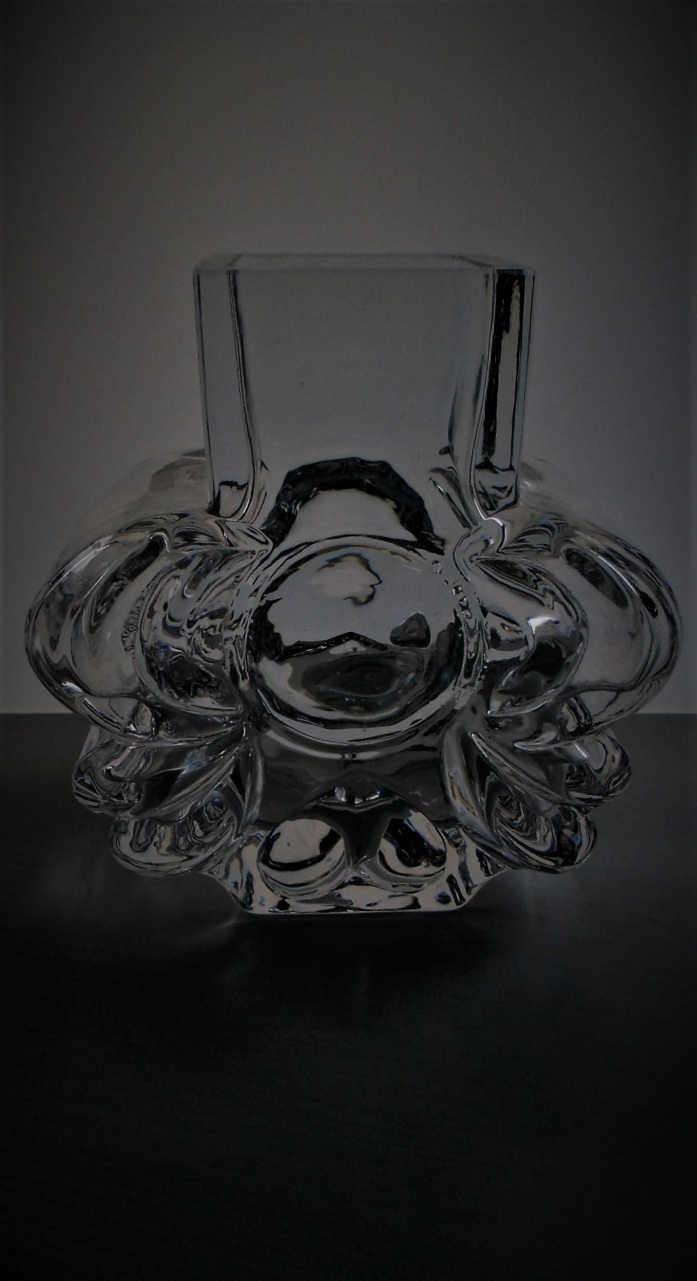 Vintage 70s full lead crystal vase designed by Lars Hellesten for  Swedish Maker Skruf