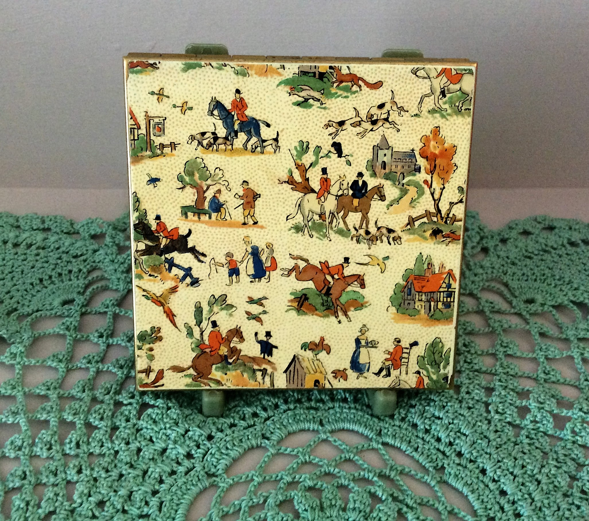 Rare Circa 1950's Le Rage Enamel Hunting Scene and Gold Metal Powder Compact