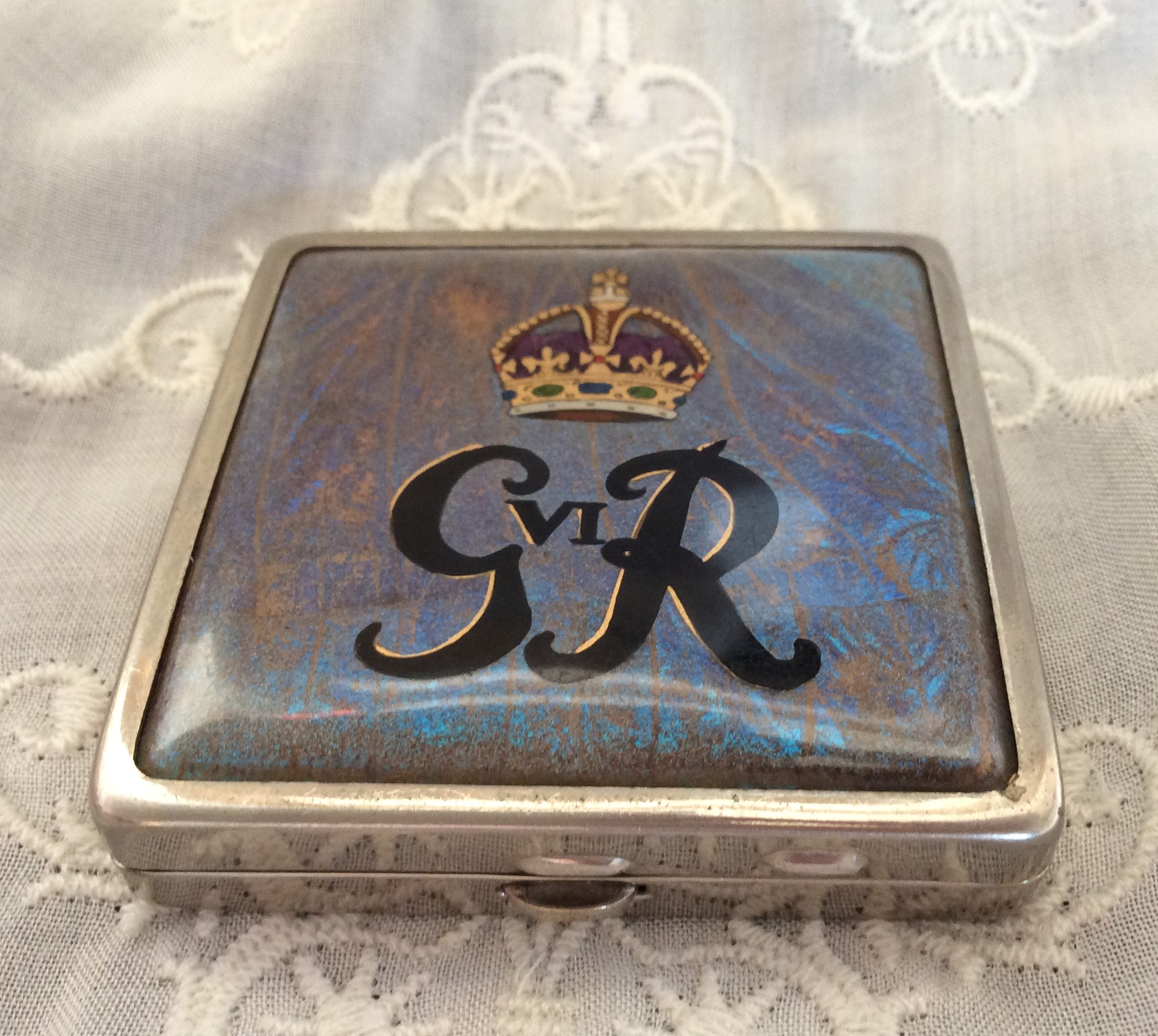 Rare Vintage 1937 King George V1 Souvenir Coronation Butterfly Wing Square Powder Compact Made in England