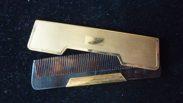 Vintage 'Saw Cut' Compact Comb