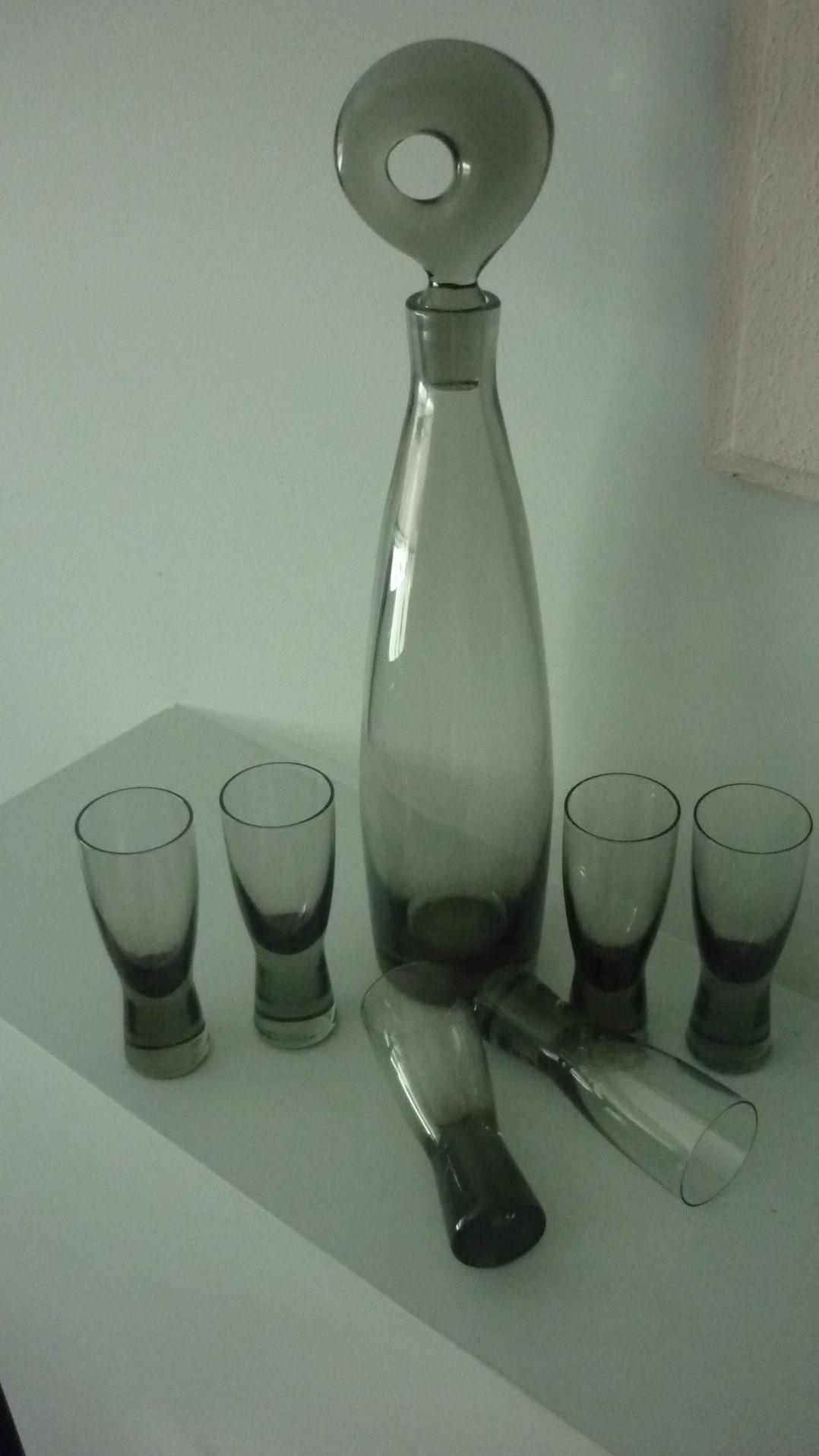 Per Lutken 1950s vintage Holmegaard Aristocrat Decanter and six matching shot glasses