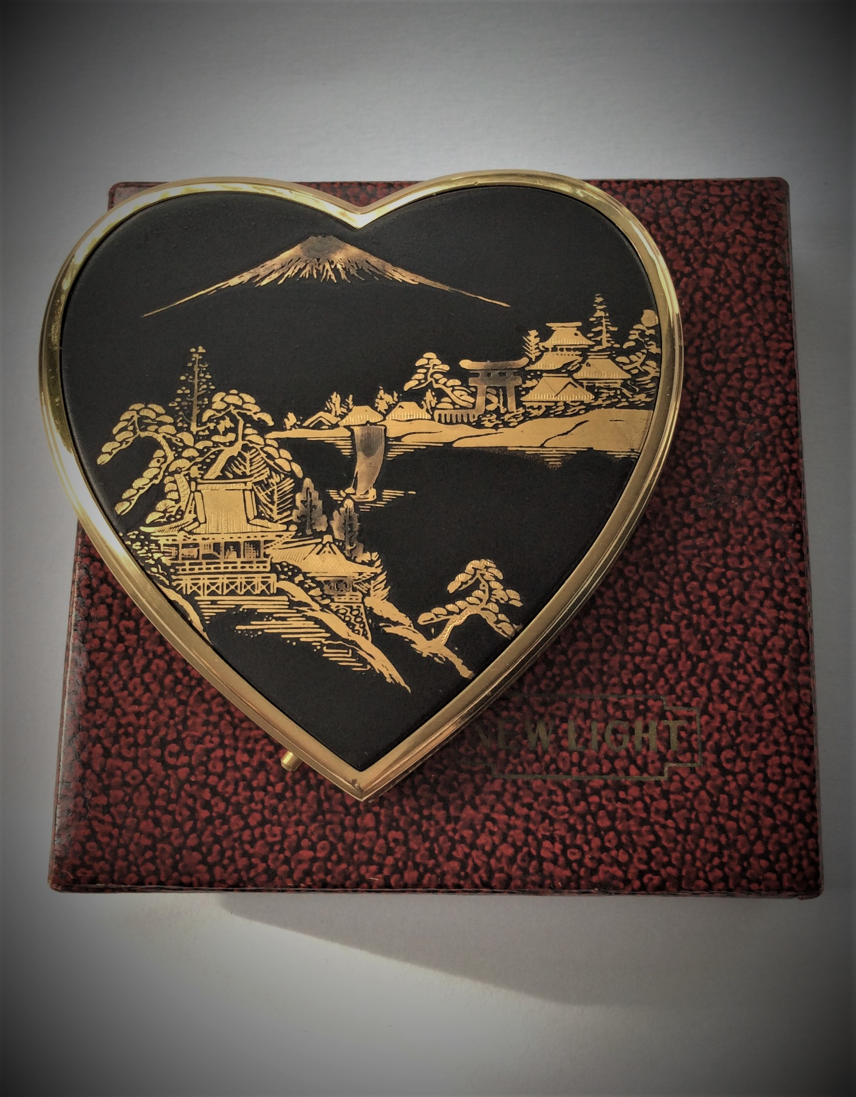 50s NEW LIGHT Unused Vintage Japanese Komai Damascene Heart Shaped Powder Compact with original box and pouch