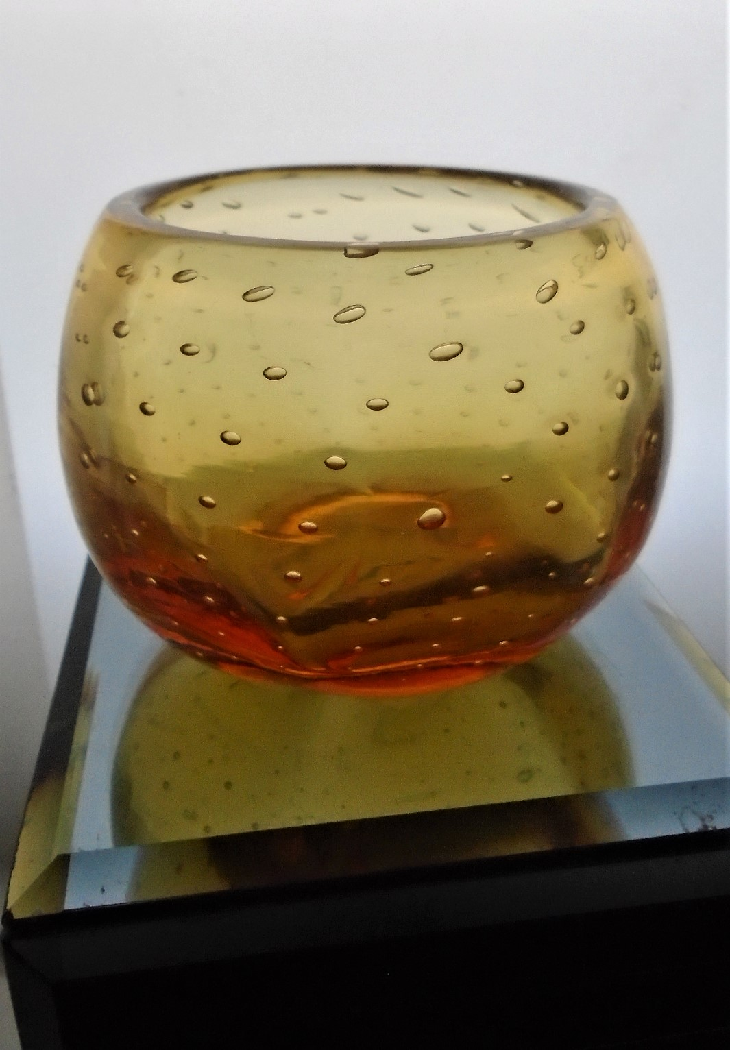 Vintage 50s William Wilson Golden Amber Whitefriars Glass controlled bubble Vase Pattern 9377