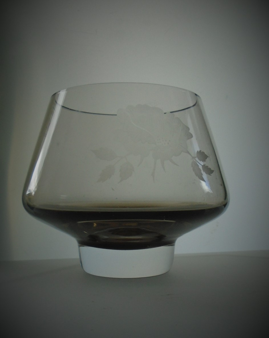 New boxed 80s Caithness Glass Pedestal Bowl with engraved Victorian Rose decoration in the peat colourway.