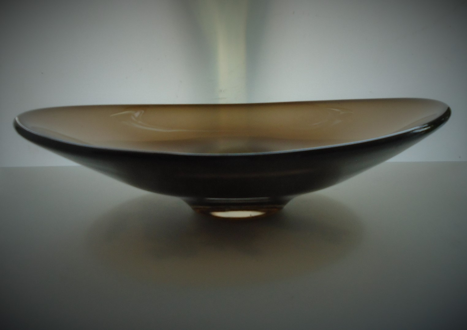 Offered for sale is a stunning example of a vintage Whitefriars Glass Dish. Catalogue No. 9663 in the Cinnamon Colourway. Designed by Geoffrey Baxter around 1966.