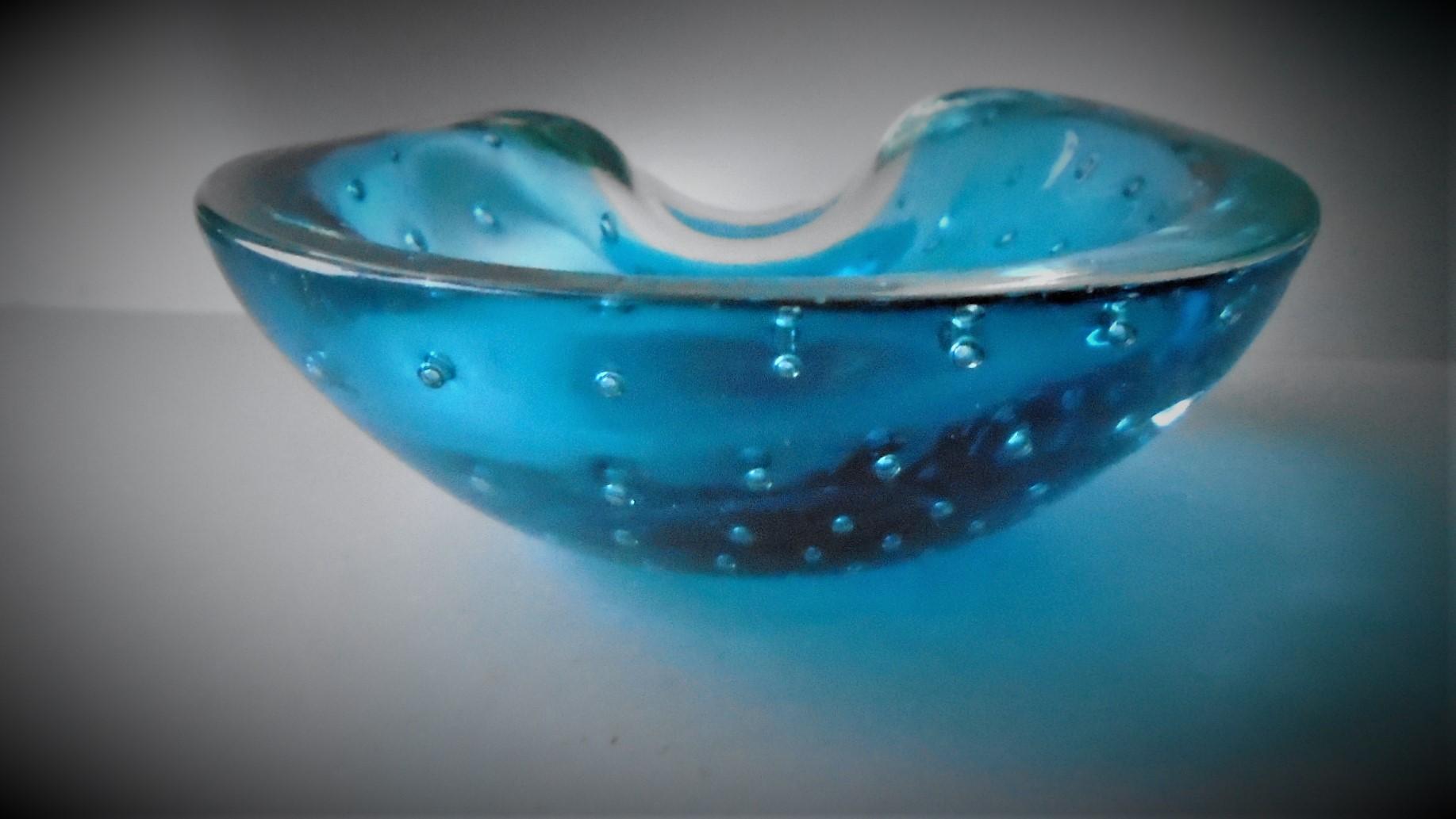 Pretty Vintage 60s Murano  Glass Barbini Style Bullicante bowl.