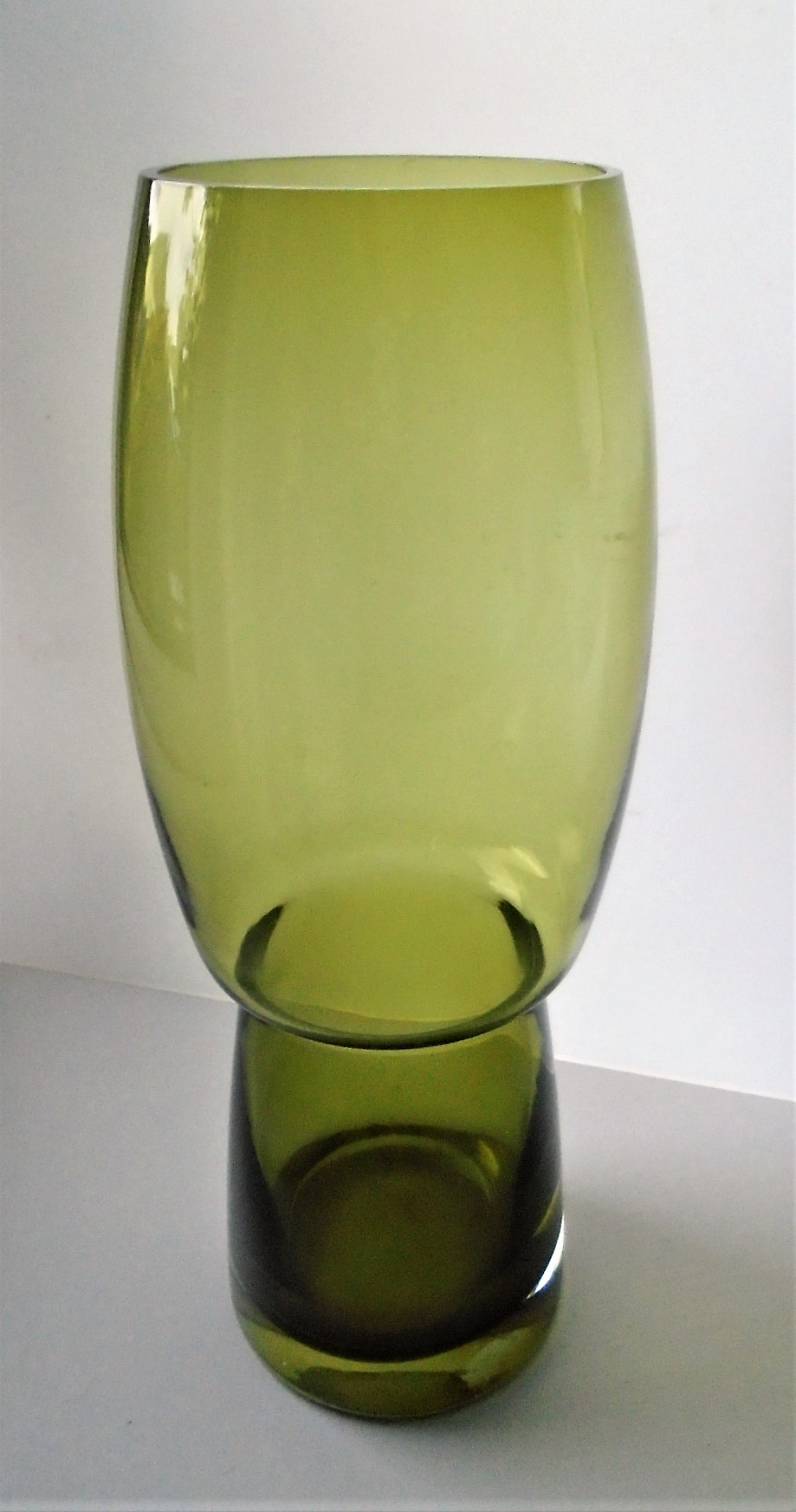 Large super retro shaped Scandinavian Riihimaki Forest Glass Vase.