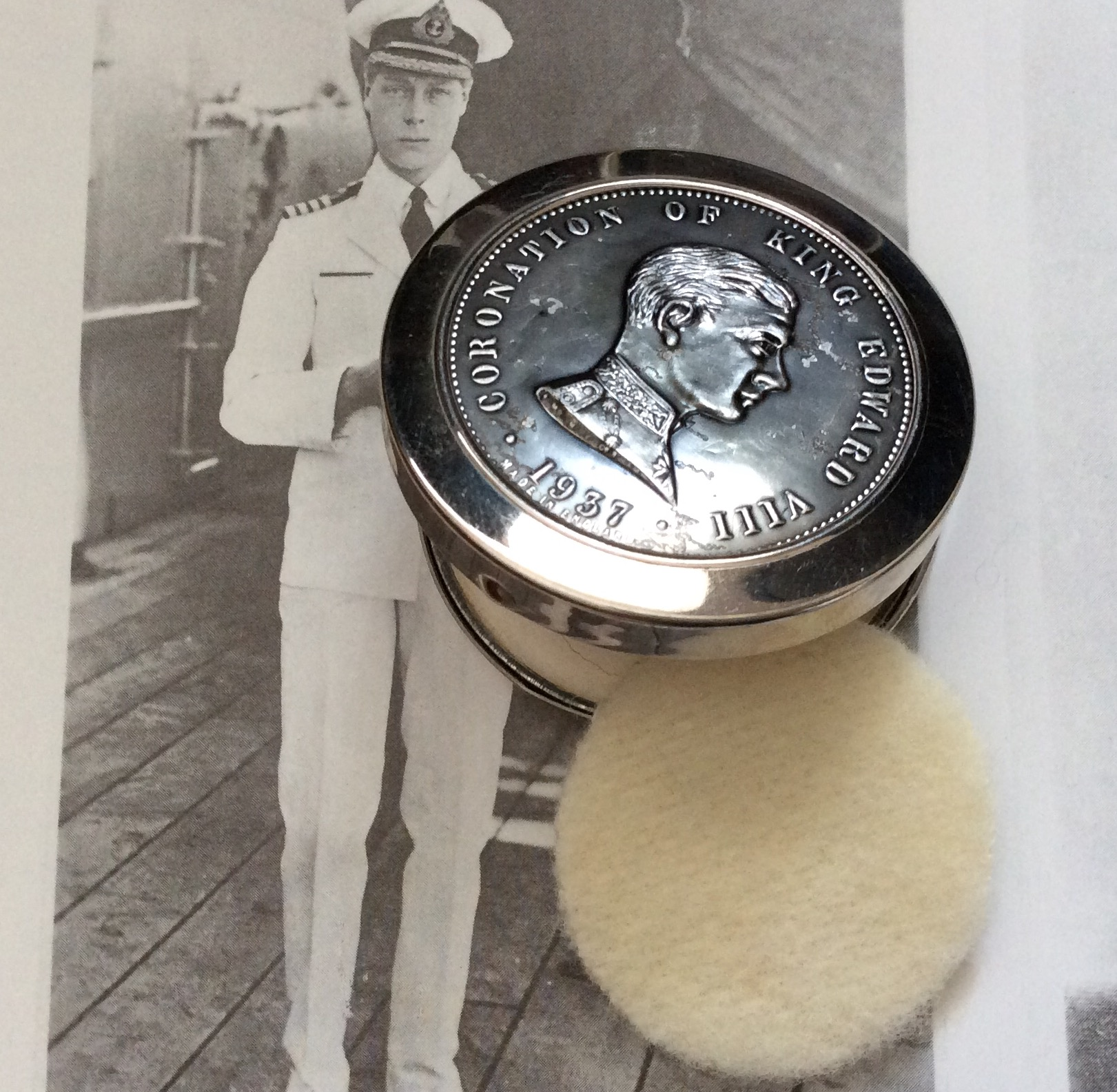 Rare 1937 King Edward V111 Coronation Powder Compact Size: 4.5cm dia.