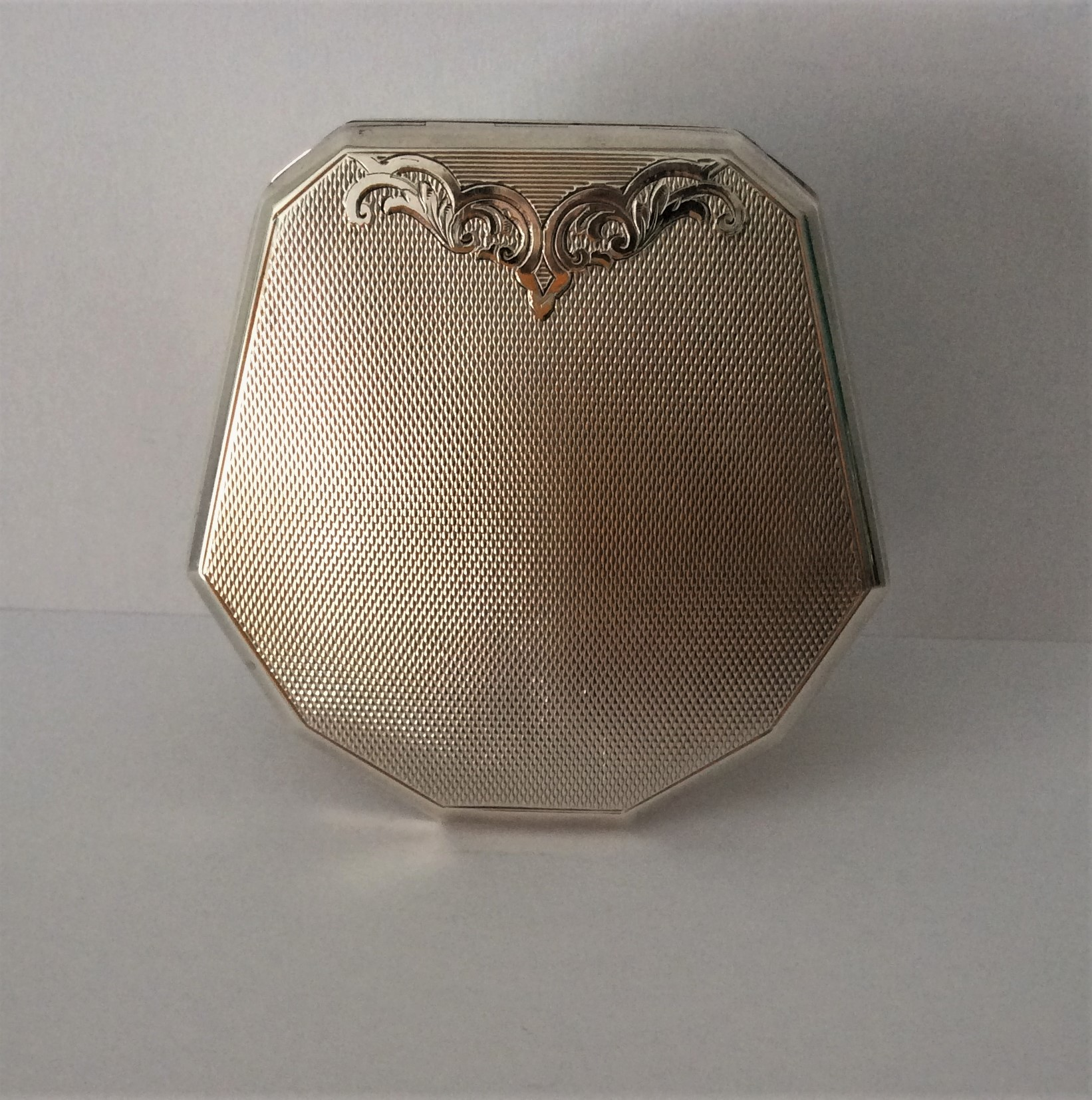 Vintage 40s Sterling Silver Art Deco Style Engine Turned Powder Compact.  Size: 7cm x 7cm  Weight 77g