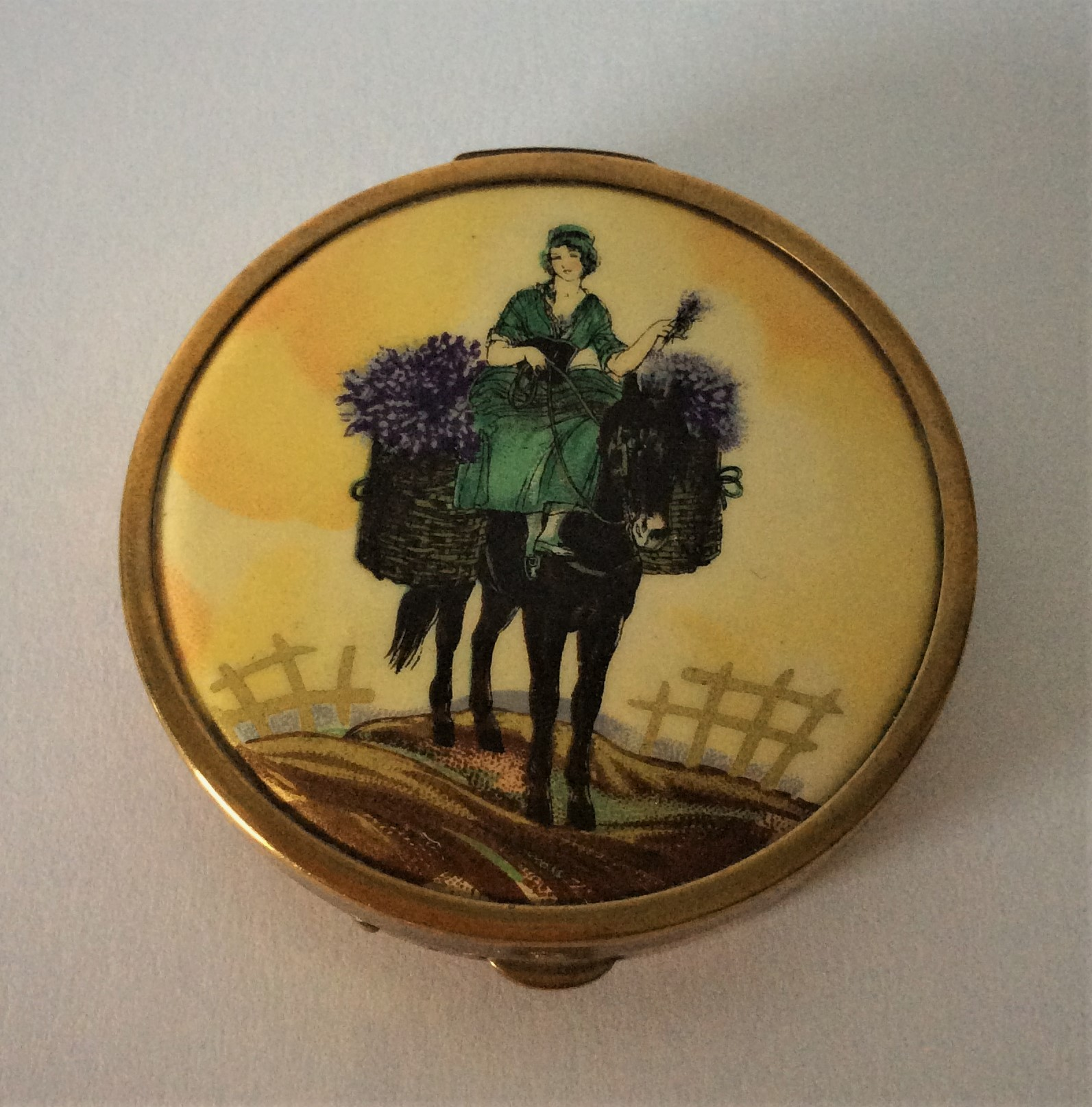 Rare Vintage Potter & Moore 30s Quality Gold Tone Mitcham Lavender Harvest Powder Compact complete with signed puff and original label still attached in powder well.  Size 2 inches