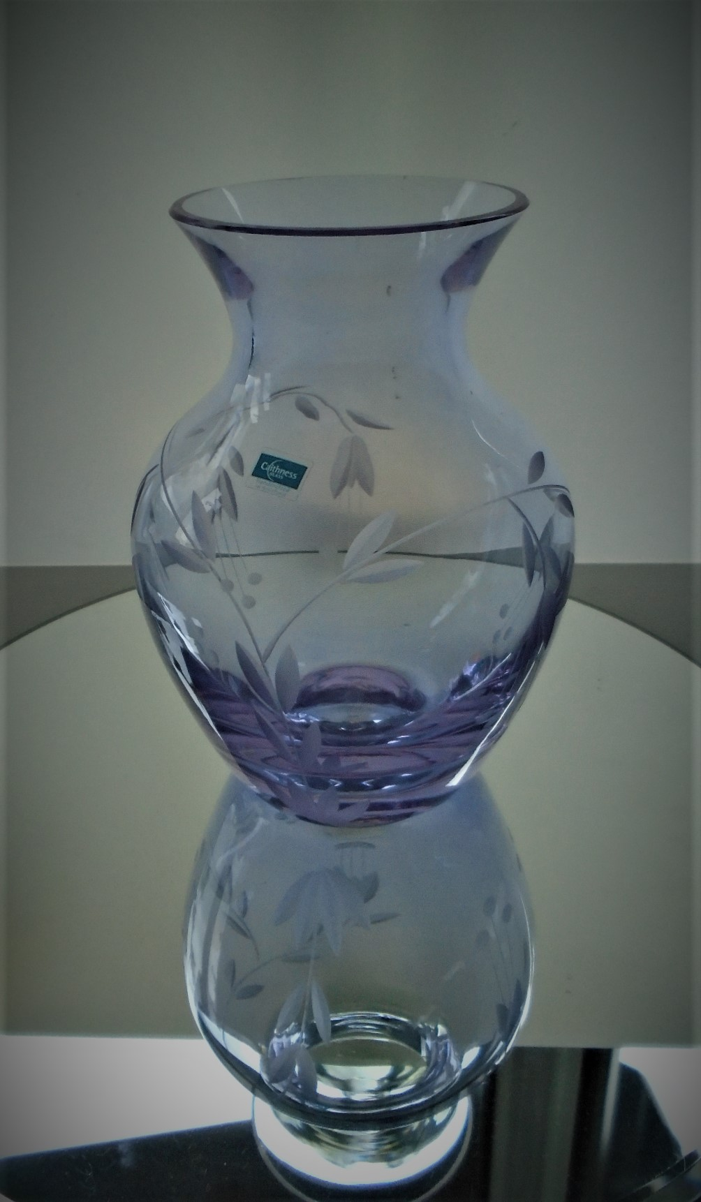 Pretty Caithness Neodymium Crystal Glass Vase.