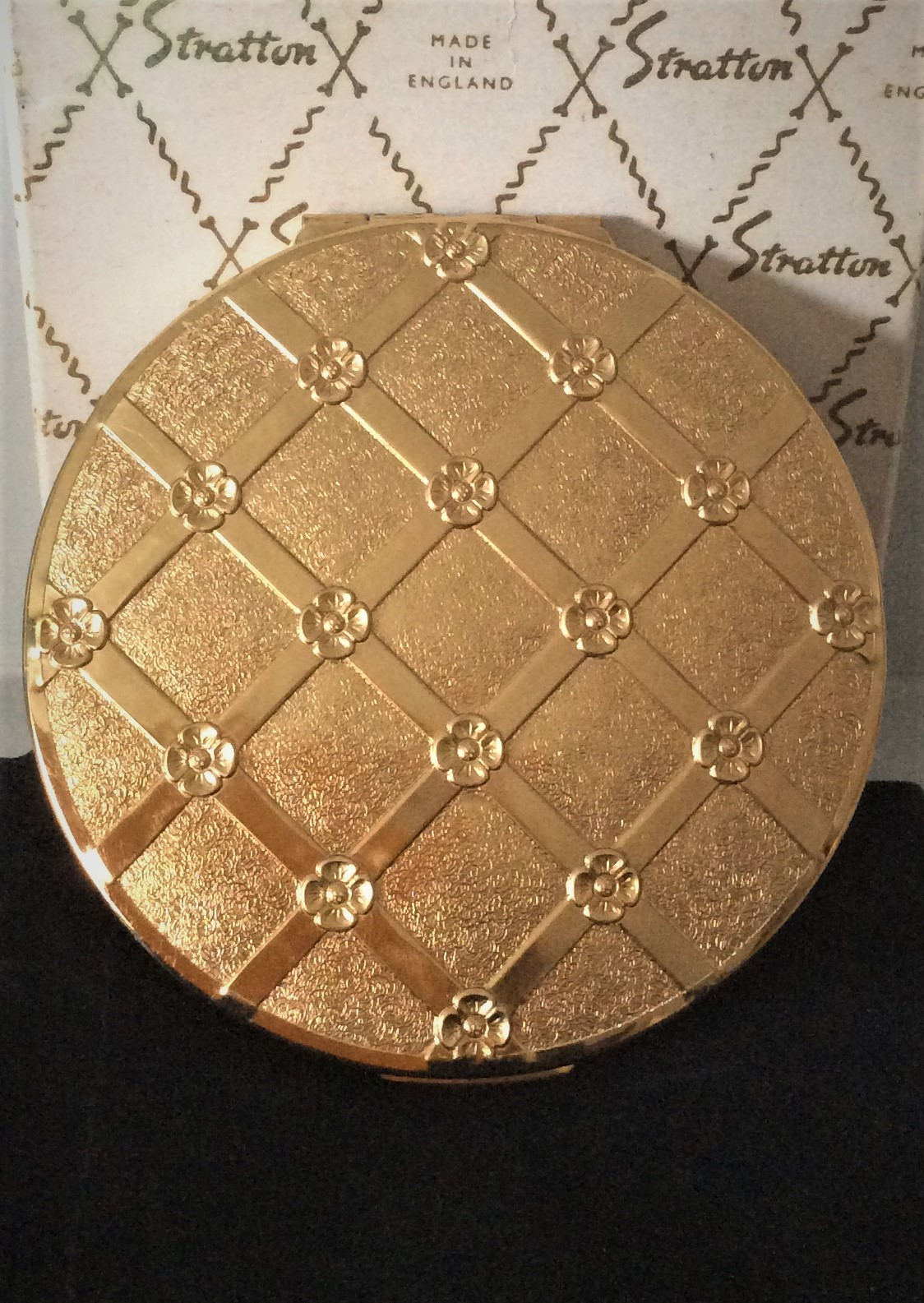 Vintage circa late 60s early 70s Unused Stratton Gold Tone Rondette Powder Compact with sifter pouch and original box Size 7cms